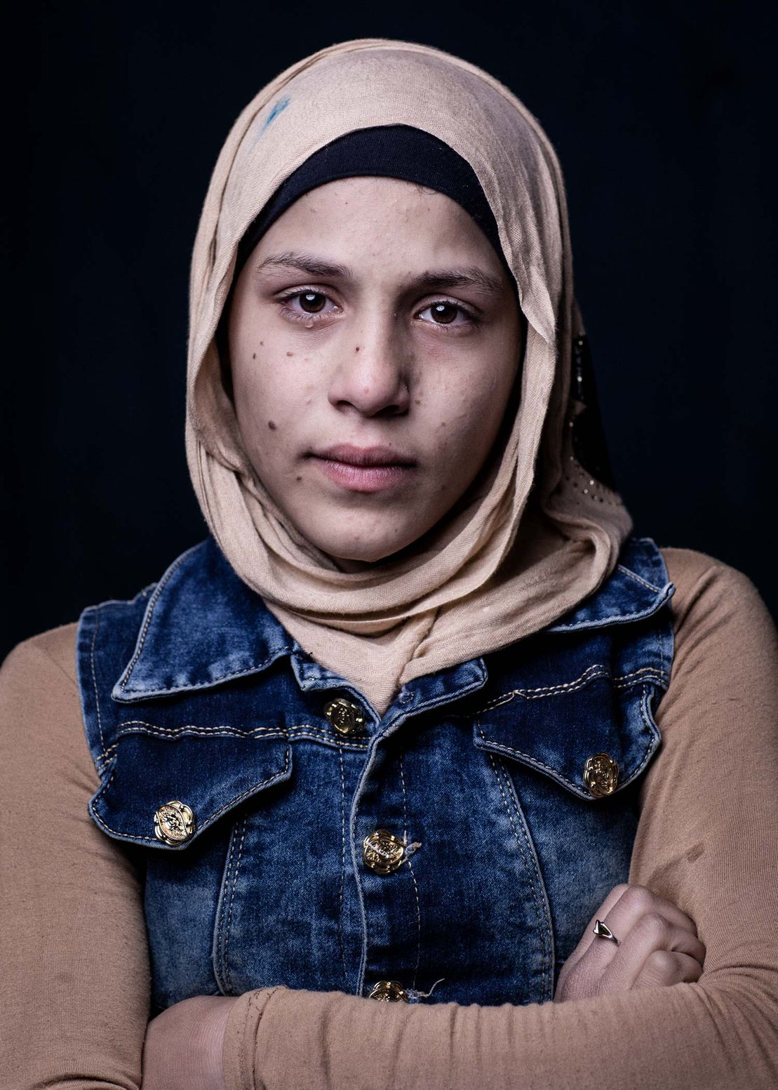 Portrait of the Syrian refugee Nada in the refugee Camp Zacharia in Lebanon. Portrait by Martin Thaulow.