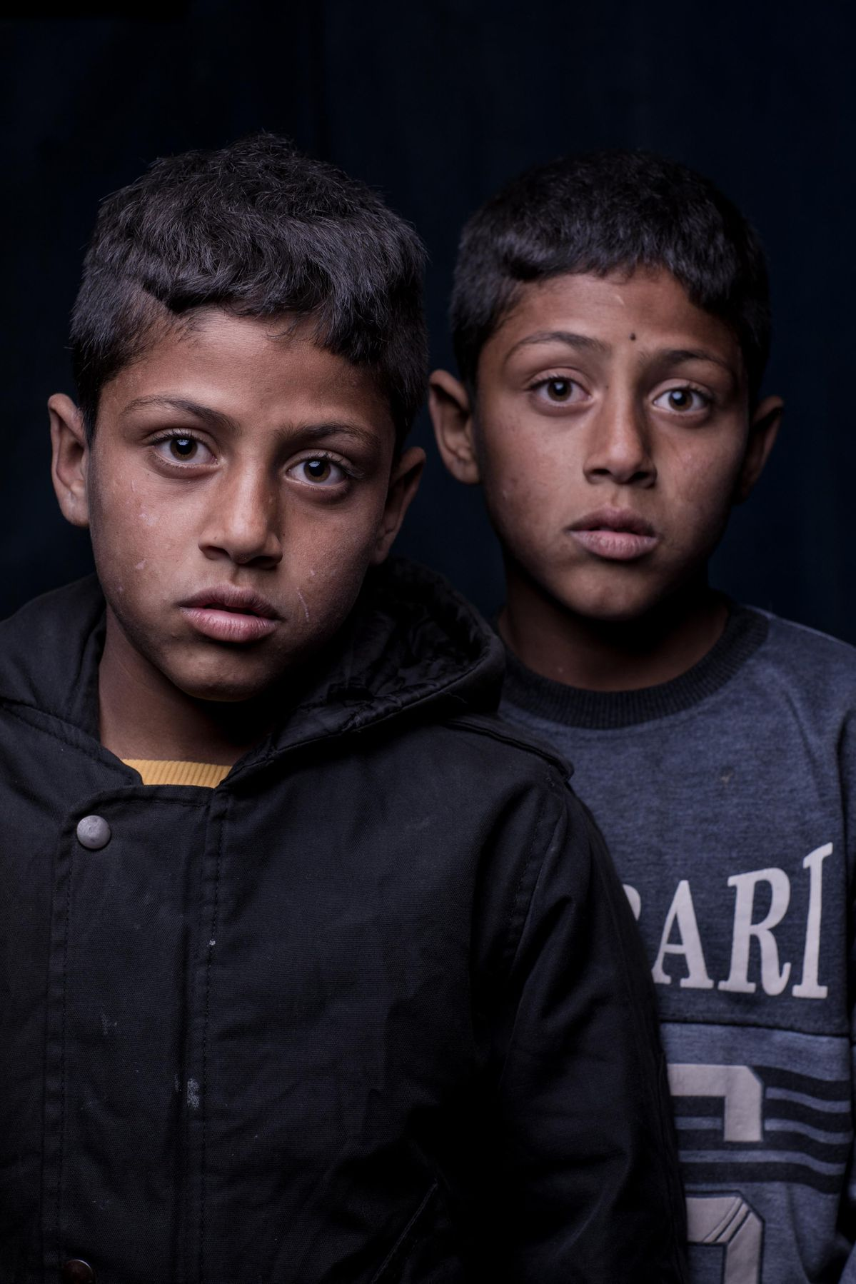 Portrait of a Syrian Twins in the Bekaa Valley, Lebanon. Refugee portrait by photographer Martin Thaulow.