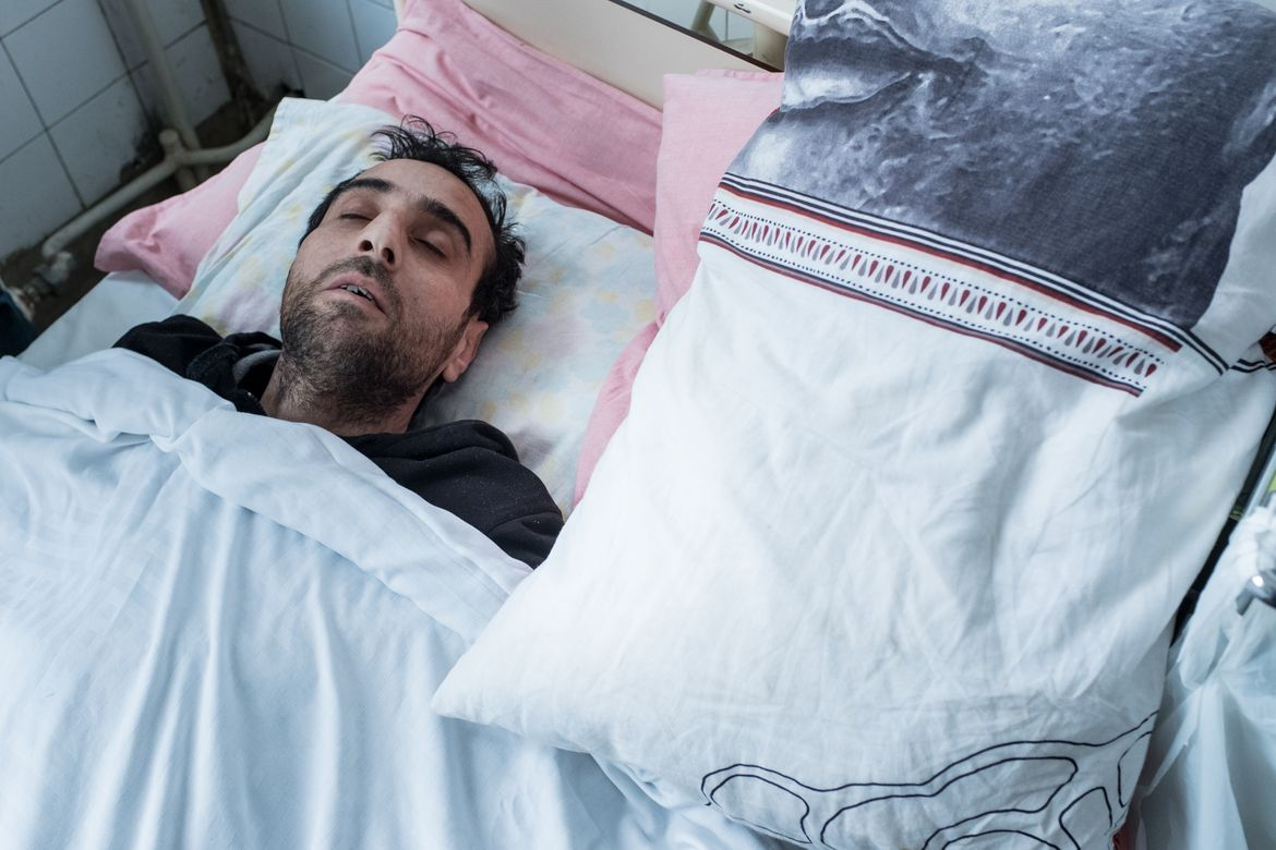 Maher, Syrian refugee in the hospital in Bulgaria. Photo by Martin Thaulow.